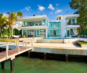 Seductive-beach-villa-on-the-coast-2-m