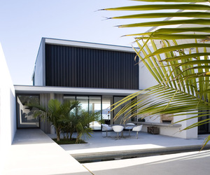 Serene Minimalist Beach House in Auckland