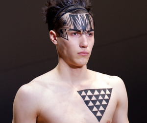 Sharpie-markers-on-the-catwalk-at-fashion-week-m