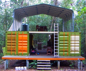 Shipping-container-cottage-in-rainforest-m