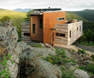 Shipping-container-house-by-studio-ht-m