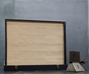 Silent-movie-pop-up-screen-in-travelling-leather-wood-case-m