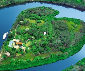 Sir-richard-bransons-heart-shaped-island-for-rent-m