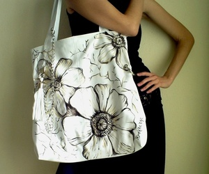 Siyahbeyazbags-wearable-art-m