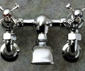 Skull-crossbones-faucet-2-m