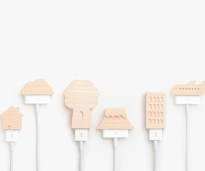 Small-ville-usb-and-iphone-charger-wooden-caps-m