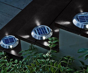 Solar-powered-deck-lights-m