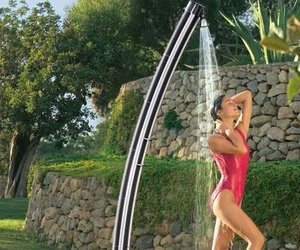 Solar-powered-garden-water-shower-m