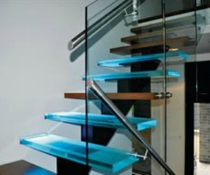 Solid-glass-stair-treads-m