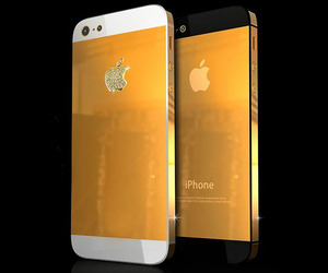 Solid-gold-iphone-5-by-stuart-hughes-m