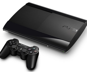 Sony-drops-a-redesigned-smaller-and-lighter-ps3-m