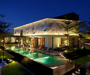Spectacular-tropical-villa-m