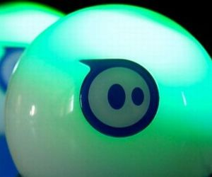 Sphero-ball-that-is-controlled-via-bluetooth-m