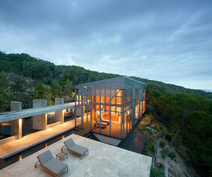 Steel and Glass Vacation Home with Jaw-dropping Views