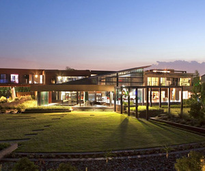 Steel-and-glass-residence-in-south-africa-m