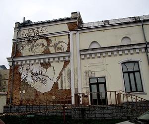 Street-artist-vhils-large-scale-portraits-m