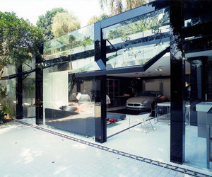 Striking-transparency-showcased-by-a-modern-live-in-garage-m