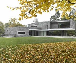 Stylish-and-modern-house-design-with-rough-stone-facade-m