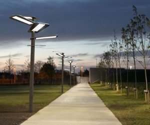 Sun-flower-a-solar-powered-streetlamp-m
