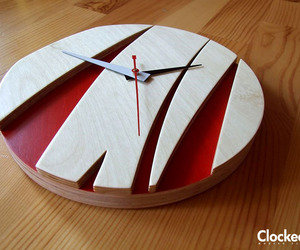 Sunrise-vivid-red-modern-clock-m
