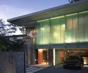Sunset Vale House in Singapore by WOW Architects