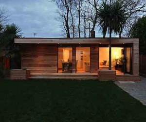 Sustainable-prefab-garden-home-by-initstudios-m