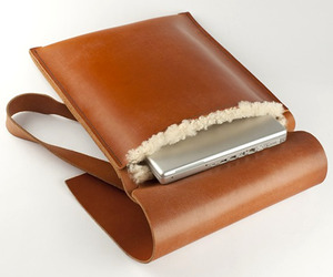 Tan-leather-laptop-bag-by-de-bruir-m