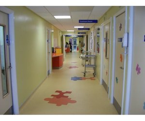 Tarkett-flooring-young-patients-not-puzzled-m