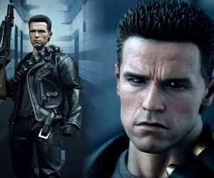 Terminator-hyper-realistic-collectible-figure-m