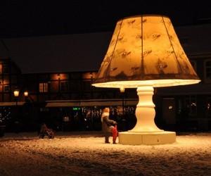 The-58-meters-giant-talking-lamp-m