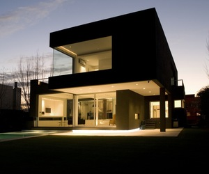 The-black-house-by-andres-remy-arquitectos-m