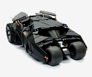 The-dark-knight-16th-scale-batmobile-collection-by-hot-toys-m