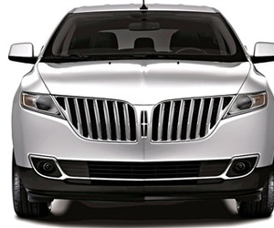 The-friendly-face-of-the-2011-lincoln-mkx-m