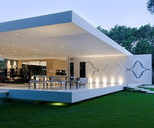 The-glass-pavilion-an-ultramodern-house-by-steve-hermann-2-m