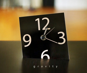 The-gravity-clock-m