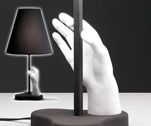 The Mano Table Lamp