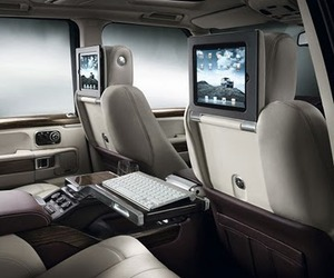 The-range-rover-that-comes-with-apple-ipads-m