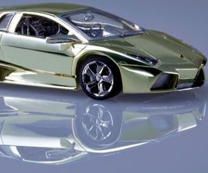 Ultima-jewelry-luxury-toy-car-models-in-gold-platinum-m