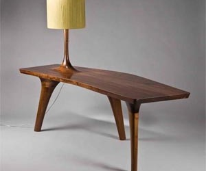 Unique-table-with-three-legs-and-a-beautiful-lamp-m