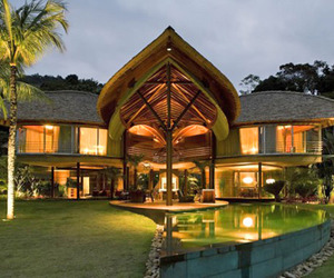 Unusual-tropical-leaf-house-m