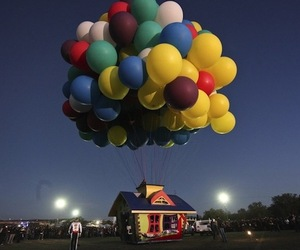 Up-inspired-house-floats-by-balloonist-jonathan-trappe-m