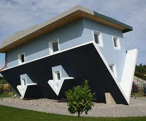 Upside-down-house-in-germany-m