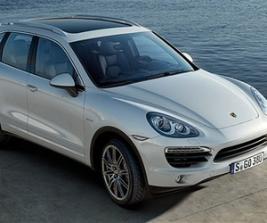 V-8 Power with V-6 Economy: Porsche's Cayenne Hybrid