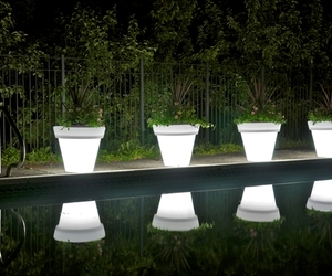 Vazon-magnum-translucent-planters-m