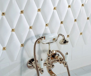 Victorian-era-tiles-gives-your-bathroom-a-luxury-look-m