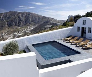 Villa-fabrica-a-sleek-and-stylish-retreat-on-santorini-m