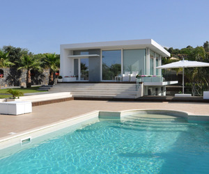 Villa with Swimming Pool by Sebastiano Adragna