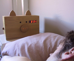 Wake-n-bacon-alarm-clock-m