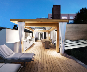 White-canvas-on-a-green-roof-by-martine-brisson-m