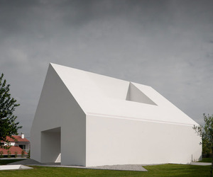 Windowless-house-in-portugal-by-aires-mateus-associados-m